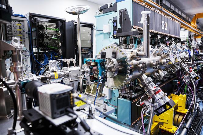 Laboratoire d'optique appliquée (LOA) Le Laboratoire d'Optique Appliquée (LOA) est une UMR (Unité Mixte de Recherches) ENSTA-Paris Tech - CNRS - École Polytechnique. Ses activités de recherche couvrent un large spectre scientifique centré sur le dé