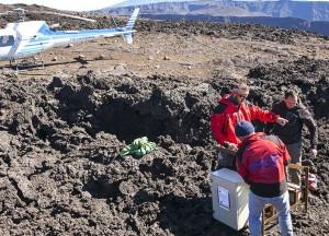 Installation de quatorze sismomètres sur le Piton de la Fournaise