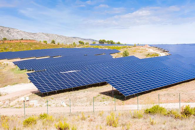ferme solaire de Puyloubier, France